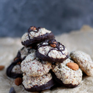 Rose Water Almond Macaroons - an easy and delicious chewy cookie!